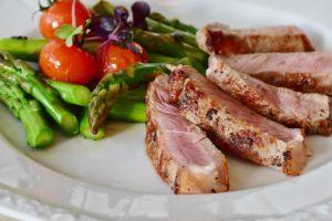 szparagi i mięso