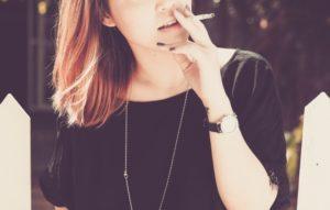 Paląca kobieta