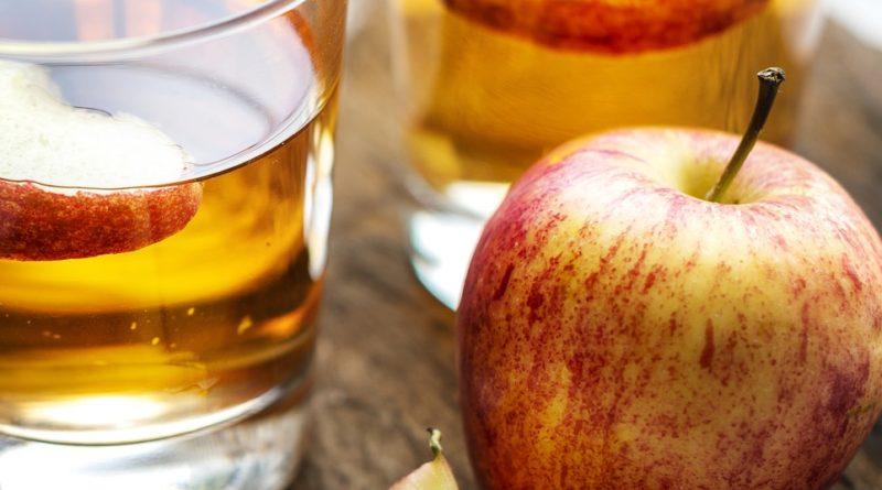 Ocet jabłkowy na trądzik